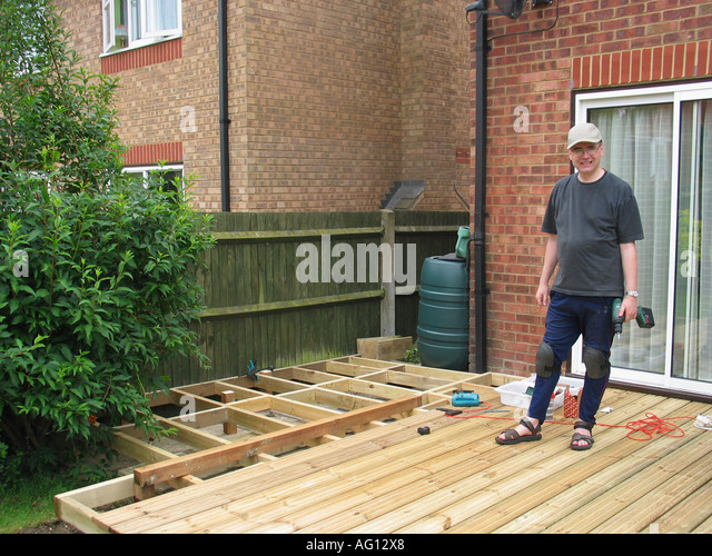 Screw back stock photos screw back stock images alamy for Decking back of garden