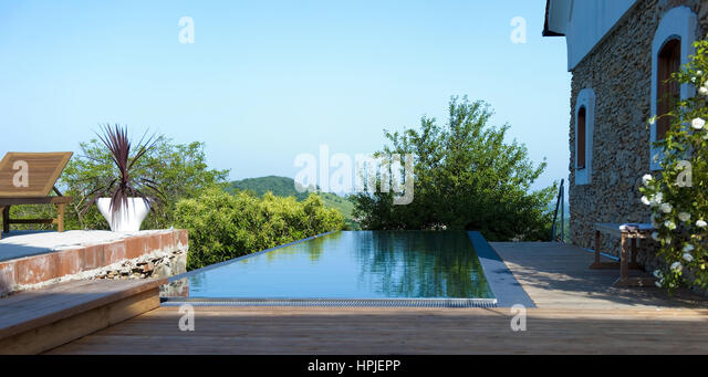 Schoener stock photos schoener stock images alamy for Haus mit pool