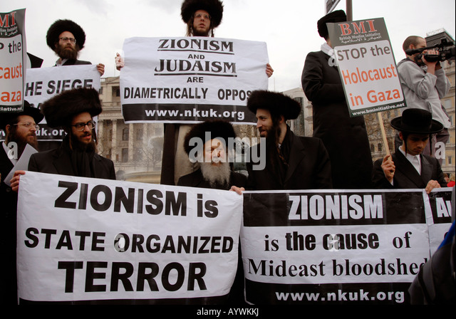 Orthodox Jews Members of Neturei Karta International Jews Against Zionismat Stop the War demo Stock Photo