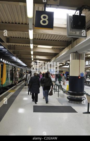 London euston platform departures