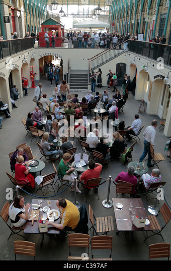 An Instrumental Sextet Play While Diners Eat Outside The Crusting Pipe In World Famous Covent