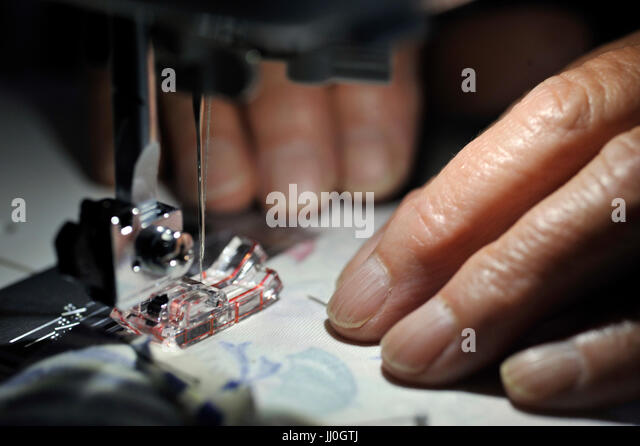 Quilting Hands Stock Photos & Quilting Hands Stock Images - Alamy : quilting hands - Adamdwight.com