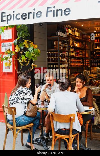 Rue des martyrs paris stock photos rue des martyrs paris for Restaurant miroir rue des martyrs