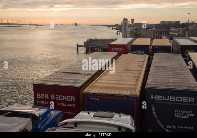 How to get from Rotterdam to Hook of Holland by bus taxi car or towncar