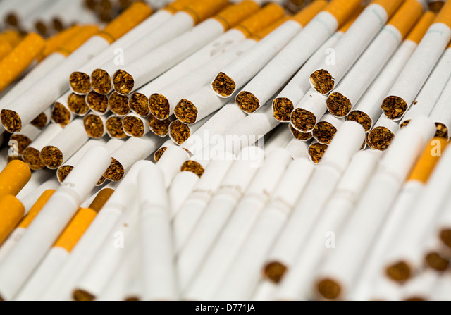 Price of a carton of cigarettes Marlboro in UK
