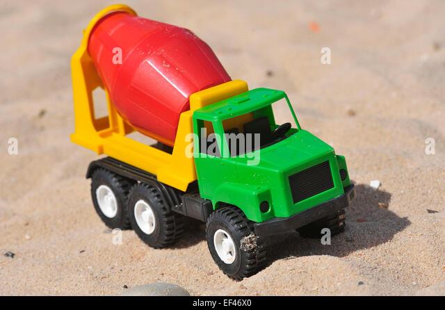 Cement Mixer Truck Stock Photos Amp Cement Mixer Truck Stock