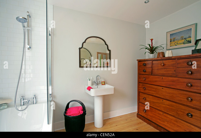 Art Deco house Eclectic two bedroom house in North London belongs to Matt  and Sarah Art Deco Bathroom Stock Photos   Art Deco Bathroom Stock Images  . Art Deco Furniture North London. Home Design Ideas
