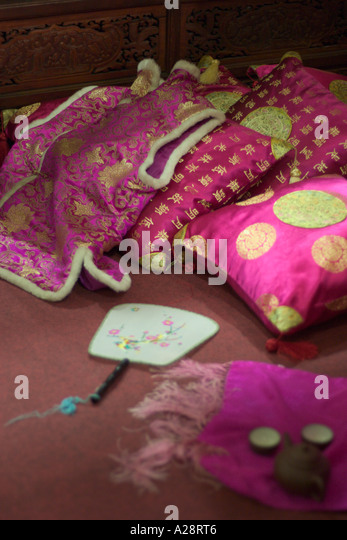 Traditional Chinese Pillow : Chinese Traditional Pillow Stock Photos & Chinese Traditional Pillow Stock Images - Alamy