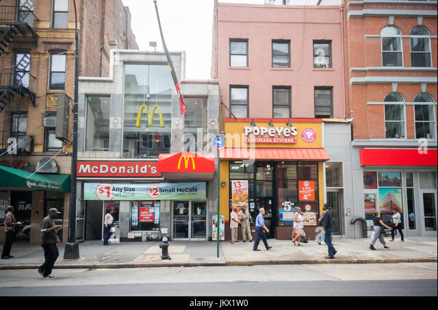 Mcdonalds Eating Stock Photos Amp Mcdonalds Eating Stock