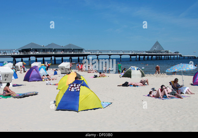 Tourists with beach tents on the beach in front of the pier Heringsdorf Mecklenburg & Tourists Beach Tents On Beach Stock Photos u0026 Tourists Beach Tents ...
