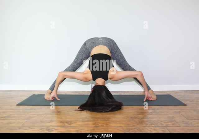 Vinyasa Flow Yoga Stock Photos & Vinyasa Flow Yoga Stock ...