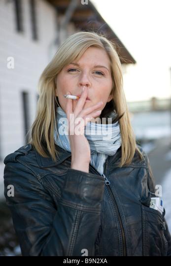 rauchen stock photos rauchen stock images alamy. Black Bedroom Furniture Sets. Home Design Ideas