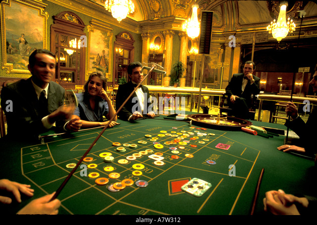 how to win playing roulette at casino