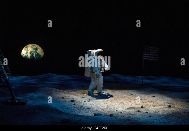 astronauts on saturn - photo #3