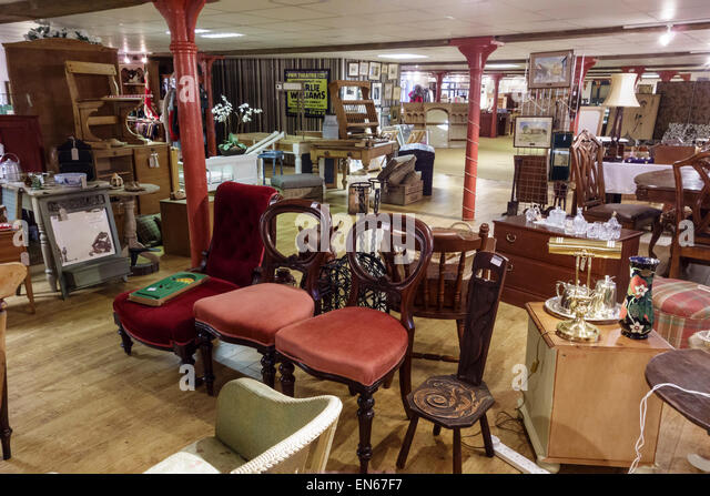 CLEARANCE AND SECOND HAND FURNITURE  Secondhand furniture shop in Stroud,  Gloucestershire, UK - Stock Image