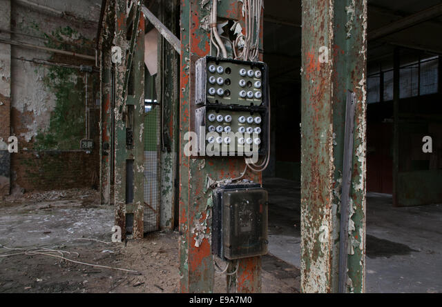 factory floor with fuse box e9a7m0 fuse box stock photos & fuse box stock images alamy Old Fuse Box Parts at panicattacktreatment.co