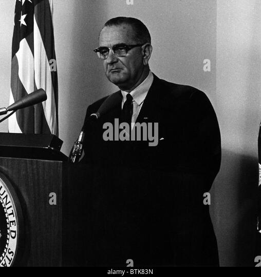 The role of president lyndon b johnson in americas involvement in the vietnam war