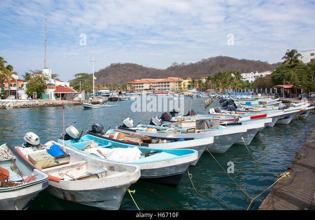 Bahia de santa cruz huatulco stock photos bahia de santa for Deep sea fishing santa cruz