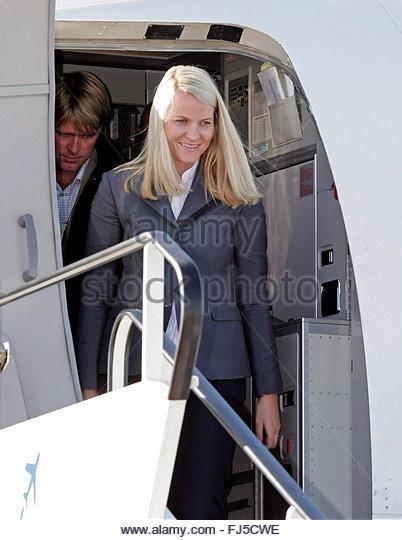 epa00842343-norwegian-crown-princess-mette-marit-disembarks-a-lufthansa-fj5cwe.jpg