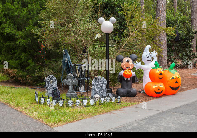 pumpkins and mickey mouse halloween decorations in fort wilderness campground at walt disney world florida - Disney Halloween Decorations