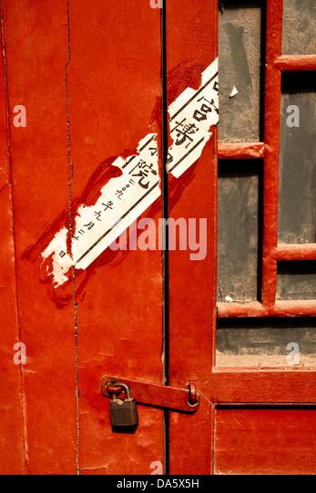 Cropped view of a red padlocked door with faded Chinese writing - Stock Image & Door Padlocked Stock Photos \u0026 Door Padlocked Stock Images - Alamy Pezcame.Com