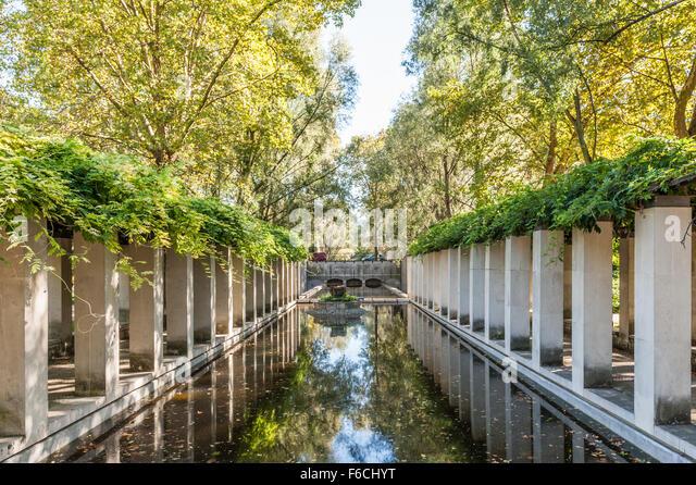 Parc de bercy stock photos parc de bercy stock images for Jardin yitzhak rabin