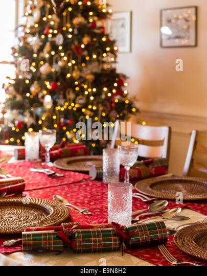 Christmas Table Setting Cracker Stock Photos & Christmas Table ...