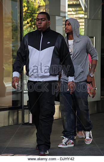 Trey songz where stock photos trey songz where stock images alamy rb singer trey songz exits his london hotel and poses with fans london england gumiabroncs Gallery