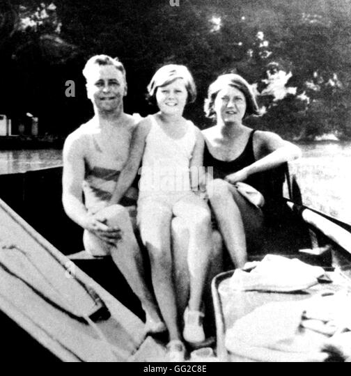 f scott fitzgerald chronicling the Best known for his novel the great gatsby, f scott fitzgerald (1896-1940) was  born in st paul, minnesota his literary works chronicled the.