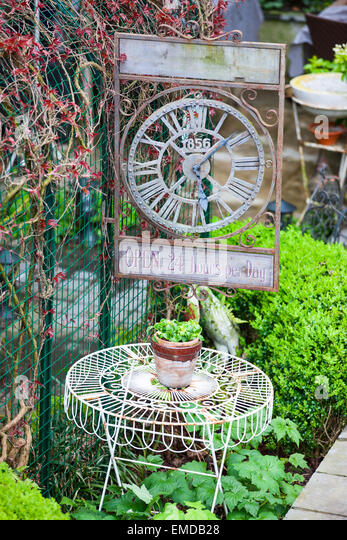Yard decor stock photos yard decor stock images alamy for Outdoor furniture hwy 7
