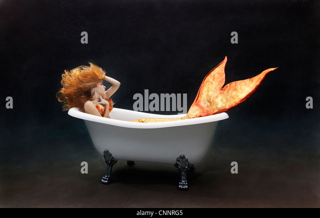 Clawfoot stock photos clawfoot stock images alamy for Victoria albert clawfoot tub