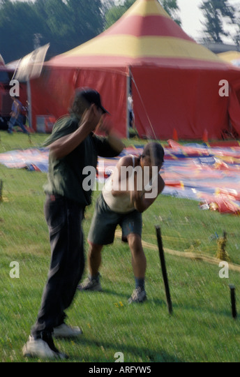 Kelly Miller Circus USA America American roustabouts pound big top stake - Stock Image & Tent Stake Stock Photos u0026 Tent Stake Stock Images - Alamy