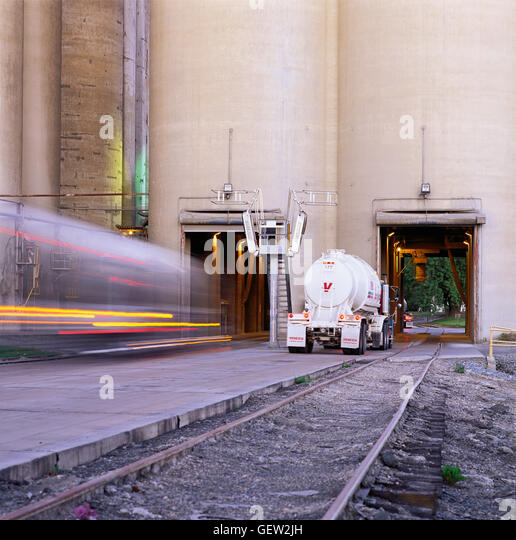 Cement Loading Plant : Cement silo stock photos images alamy