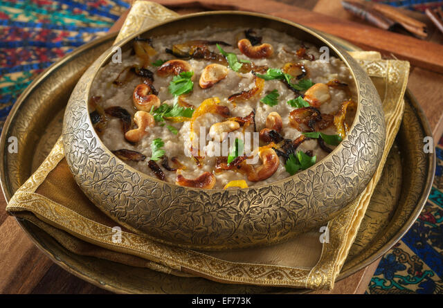 harees-spiced-wheat-and-chicken-dish-mid