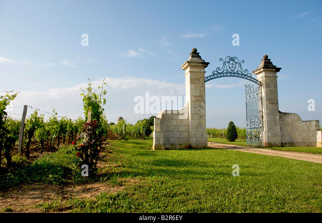 saint emilion bordeaux gate stock photos saint emilion bordeaux gate stock images alamy. Black Bedroom Furniture Sets. Home Design Ideas