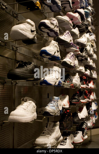 If you're searching for one of the best shoe stores in Deer Park, NY, look no further. Finish Line Deer Park Outlet has the latest running shoes, basketball sneakers, casual shoes and athletic gear from brands like Nike, Jordan, adidas, Under Armour, Puma, Champion and buncbimaca.cfon: The Arches Circle, Deer Park, , NY.