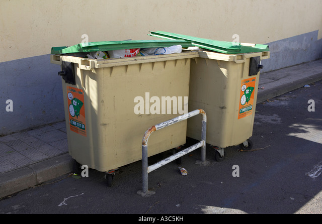 Spanish recycling bins spain stock photos spanish recycling bins spain stock images alamy - Rd rubbish bin ...