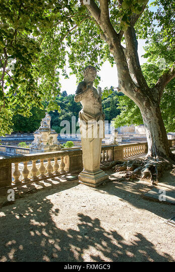 De nimes nimes stock photos de nimes nimes stock images alamy - Jardin de la fontaine nimes limoges ...