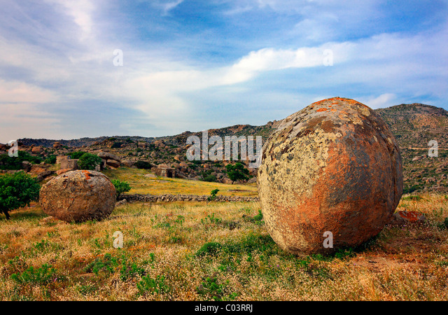 Round rocks stock photos round rocks stock images alamy for Smooth stones for landscaping