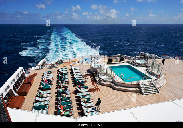 Queen mary 2 stock photos queen mary 2 stock images alamy - Queen mary swimming pool victoria ...