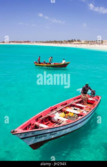 Fishermen bringing their catch of fish in fishing boats to Santa Maria, Sal Island, Cape Verde Islands, Atlantic, - Stock Image