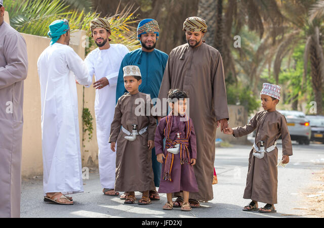 Best Traditional Eid Al-Fitr Feast - nizwa-oman-june-26th-2017-family-in-traditional-clothing-at-a-toy-jfd2xj  Photograph_383466 .jpg