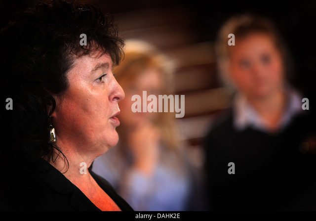 """the virgins memo carol ann duffy Jerry's higher english class @ sce  """"the good teachers"""" and """"in mrs tilscher's class"""" by carol ann duffy  what effect is duffy."""
