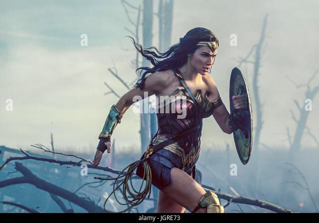 WONDER WOMAN (2017)  GAL GADOT  PATTY JENKINS (DIR)  WARNER BROS/MOVIESTORE COLLECTION LTD - Stock Image