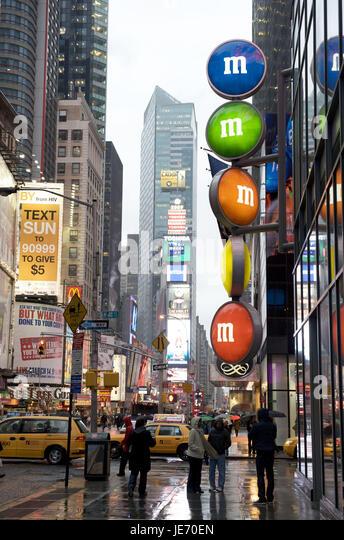 The USA, America, New York, Manhattan, Times Square, person in the rain, - Stock Image
