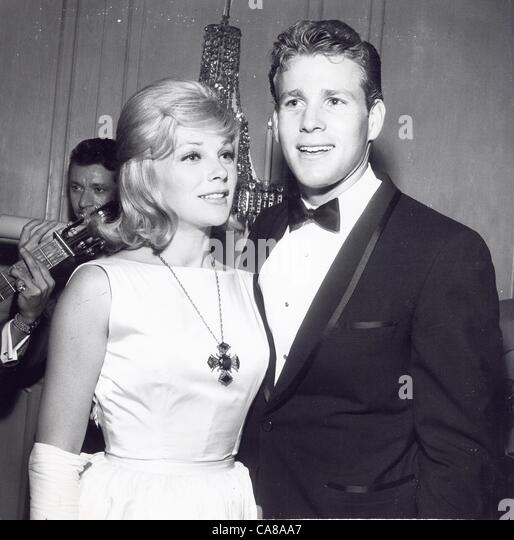 joanna moore ryan o'neal pictures