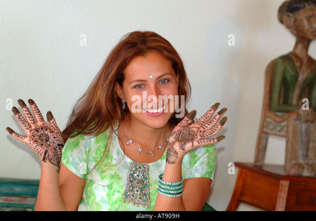 Mehndi Ceremony Caption : Mendi stock photos images alamy