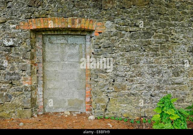 Blocked up doorway in stone garden wall. - Stock Image & Blocked Up Stock Photos \u0026 Blocked Up Stock Images - Alamy Pezcame.Com