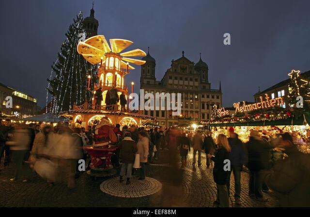 deutschland augsburg rathausplatz weihnachtsmarkt stock. Black Bedroom Furniture Sets. Home Design Ideas