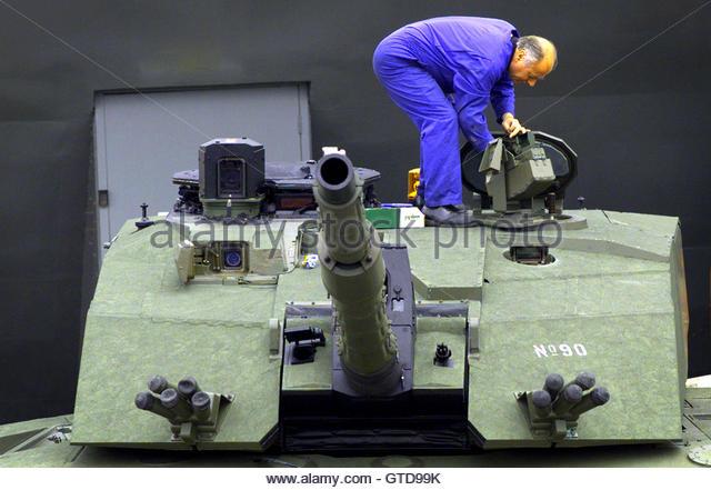 Challenger Tank Stock Photos & Challenger Tank Stock ...